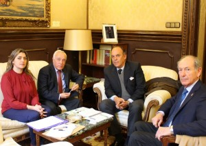miembros de la RFHE con los senadores del GPP Mª Dolores Vázquez y Matías Conde